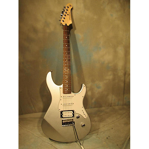 Yamaha 112V Solid Body Electric Guitar-thumbnail
