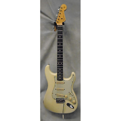 Fender 1960 Light Relic Stratocaster Solid Body Electric Guitar