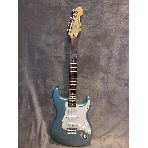 Fender 2004 Standard Stratocaster Solid Body Electric Guitar-thumbnail