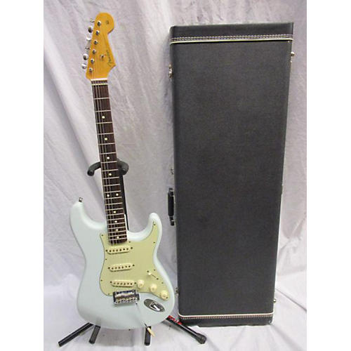 Fender 2006 Classic Series 1960S Stratocaster Solid Body Electric Guitar