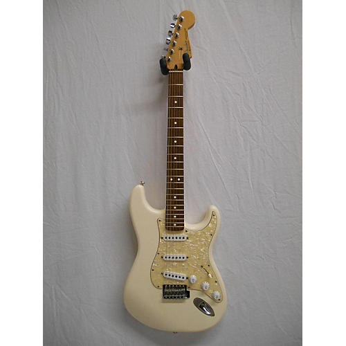 Fender 2007 Standard Stratocaster Solid Body Electric Guitar