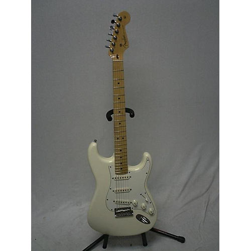 used fender 2013 american standard stratocaster solid body electric guitar olympic white. Black Bedroom Furniture Sets. Home Design Ideas