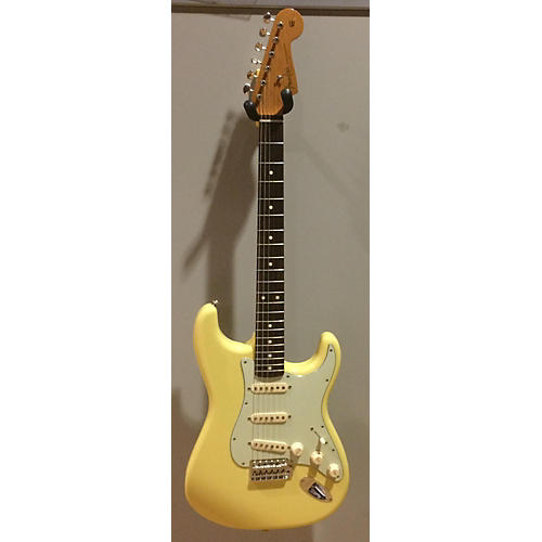 Fender Classic Player '60s Stratocaster Solid Body Electric Guitar Vintage Yellow