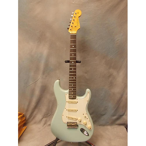 Fender Custom Shop Master Built By Dale Wilson 1965 Relic Stratocaster Solid Body Electric Guitar Sonic Blue