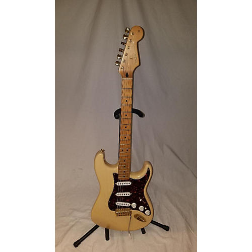 Fender DELUXE SERIES STRATOCASTER Solid Body Electric Guitar