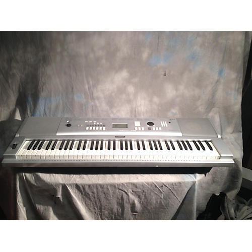 Yamaha DGX220 Portable Keyboard