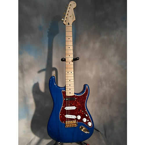 Fender Deluxe Players Stratocaster Sapphire Blue Trans Solid Body Electric Guitar-thumbnail