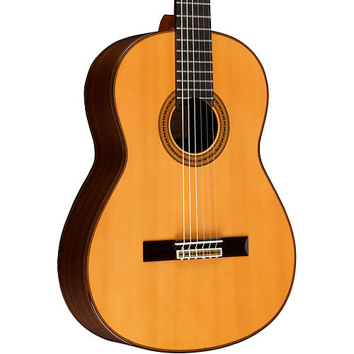 Yamaha GC42 Handcrafted Classical Guitar Spruce