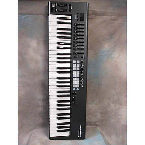 Novation Launchkey 61 Key MIDI Controller-thumbnail