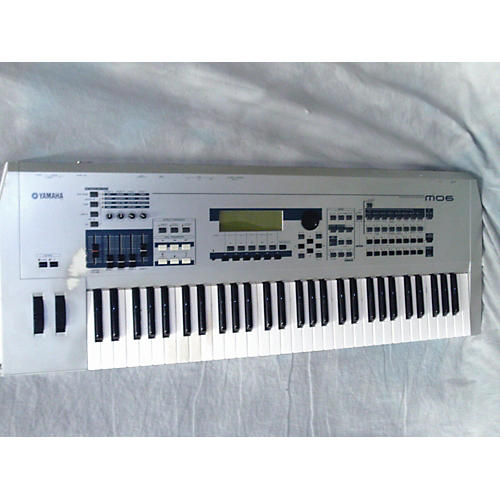 Yamaha MO6 61 Key Keyboard Workstation-thumbnail