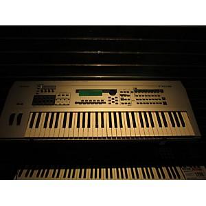 Pre-owned Yamaha MO6 61 Key Keyboard Workstation