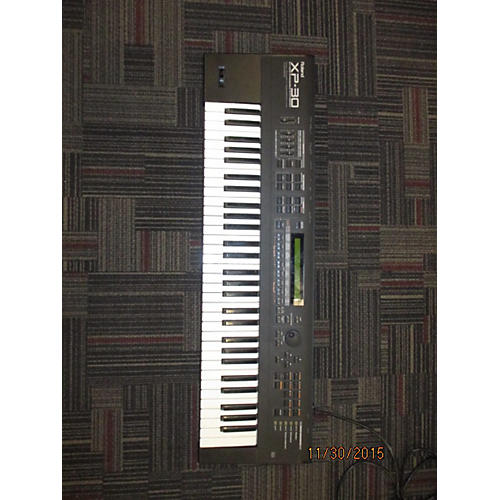 Yamaha MO8 88 Key Keyboard Workstation-thumbnail