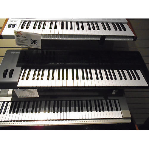 Yamaha MOX6 61 Key Keyboard Workstation-thumbnail