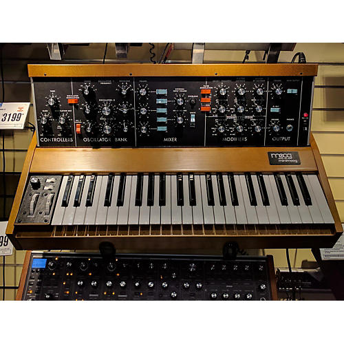 Moog Minimoog Model D Synthesizer-thumbnail