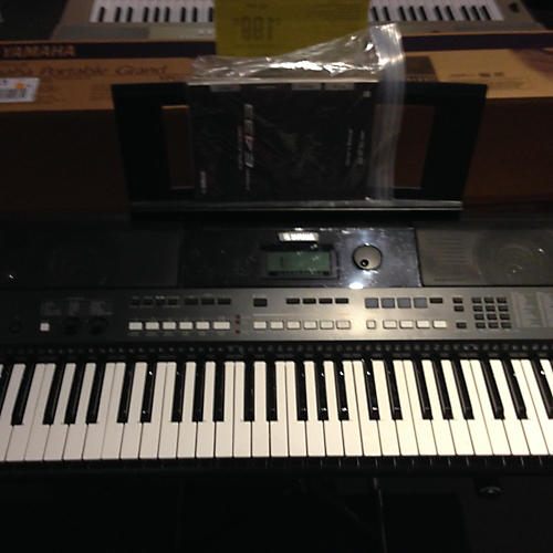 Yamaha PSRE433 61 Key Portable Keyboard