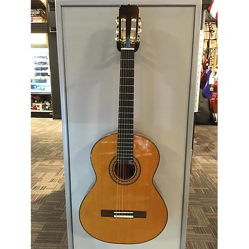 Jose Ramirez R1 Classical Acoustic Guitar