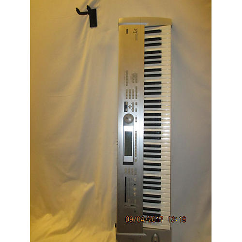 Korg Triton Le 76 Key Keyboard Workstation-thumbnail