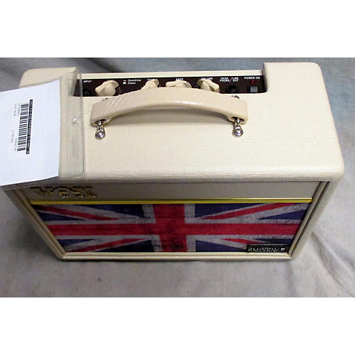 used vox v9106 pathfinder 10 10 watt 1x6 union jack guitar combo amp union jack guitar center. Black Bedroom Furniture Sets. Home Design Ideas