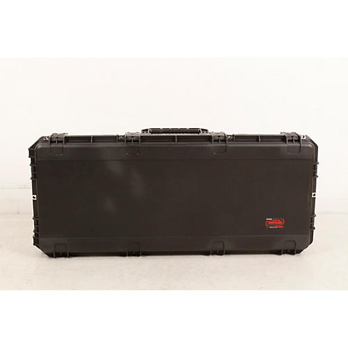 SKB iSeries Watertight 61 Note Keyboard Case w/Wheels-thumbnail
