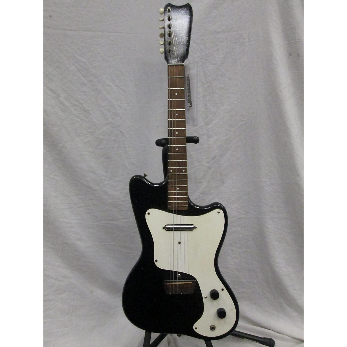 Silvertone 1960s 1448 Single Pickup Solid Body Electric Guitar