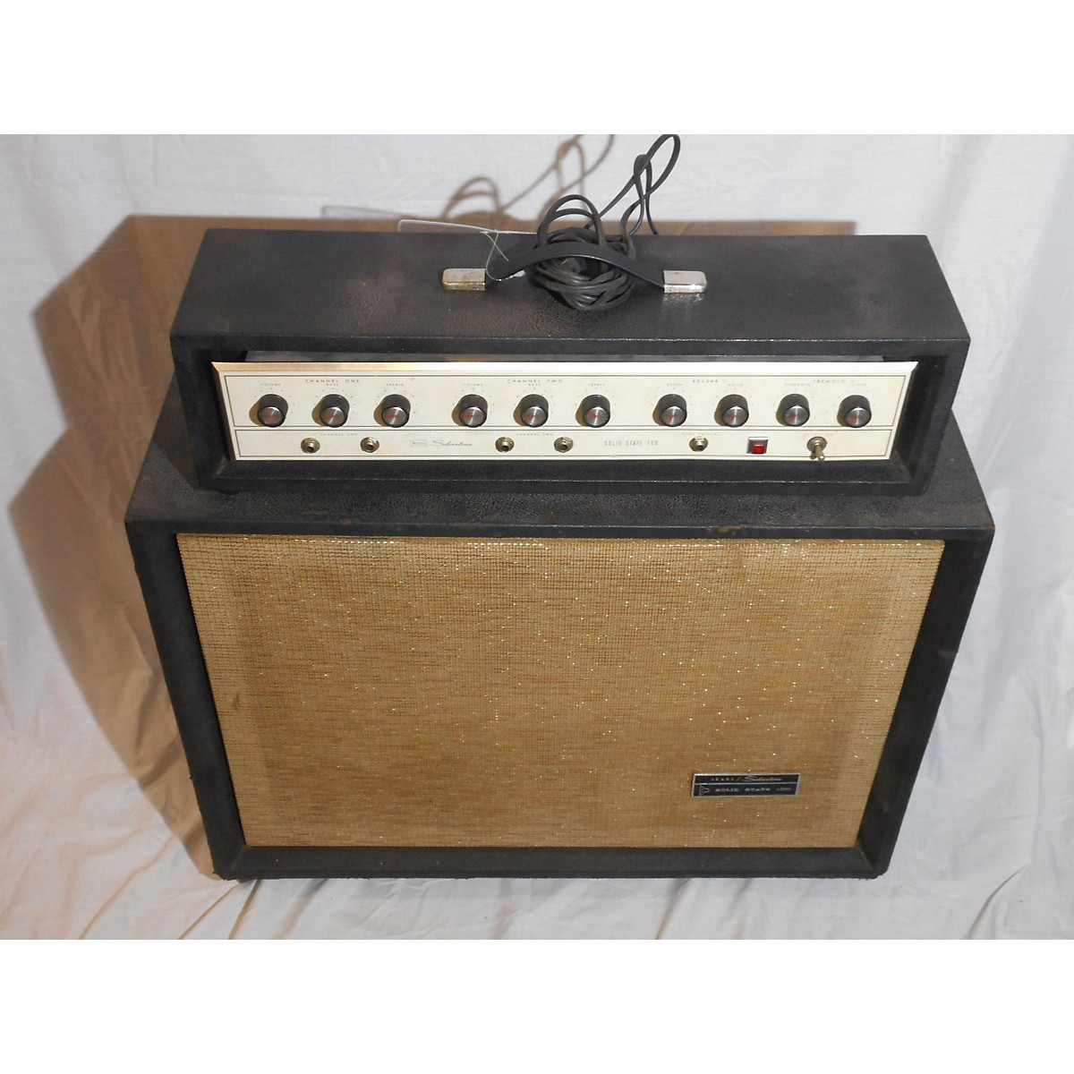 Silvertone 1967 1464 Solid State Amp W/ Cab Guitar Combo Amp