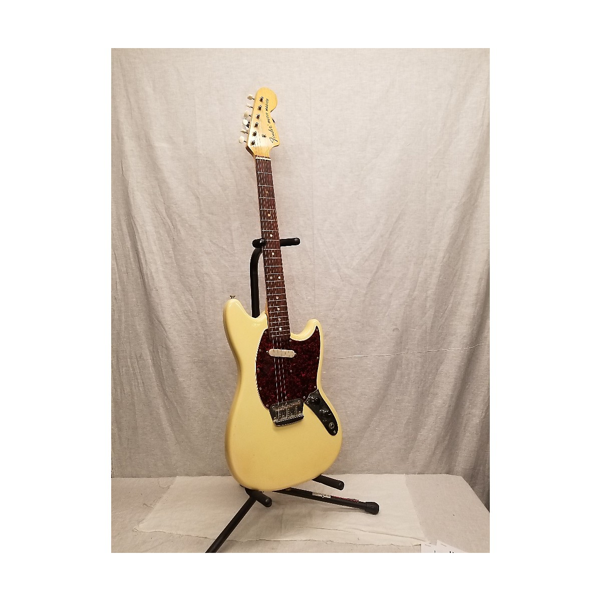 Fender 1972 Music Master Solid Body Electric Guitar