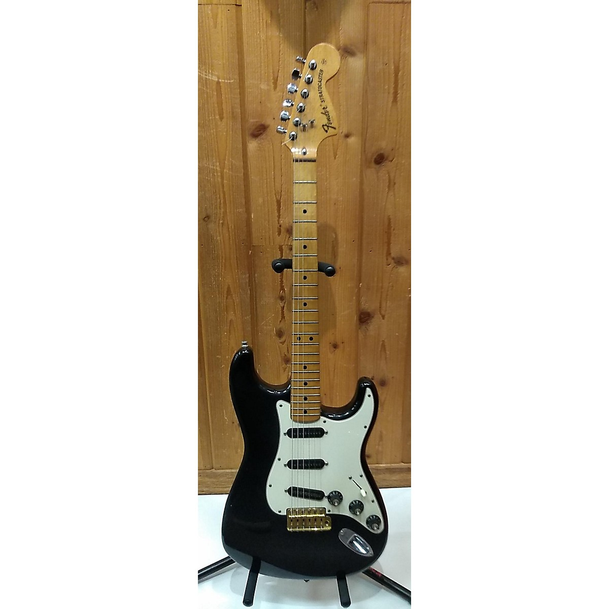 Fender 1975 Stratocaster Solid Body Electric Guitar