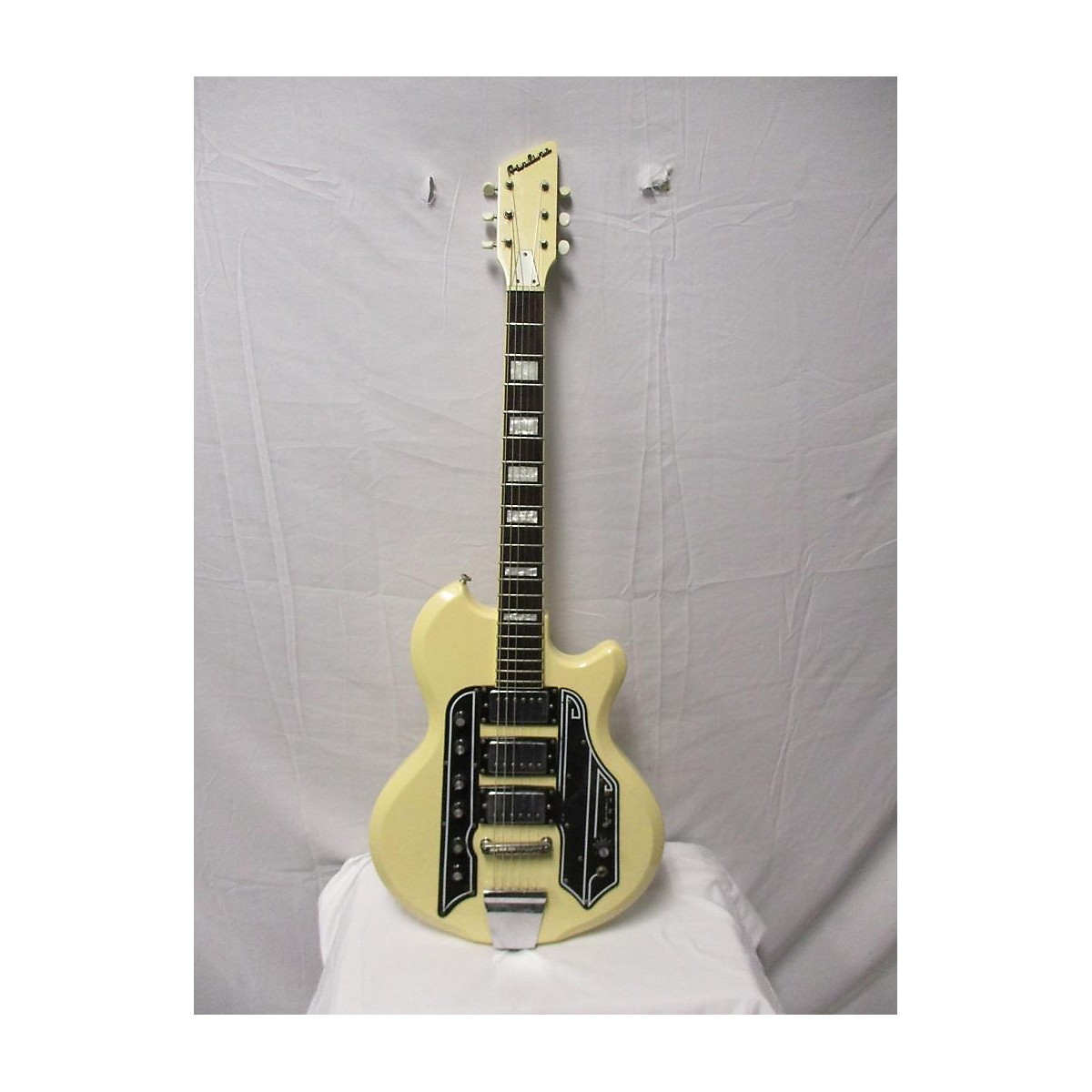 Airline 2008 Town And Country Solid Body Electric Guitar