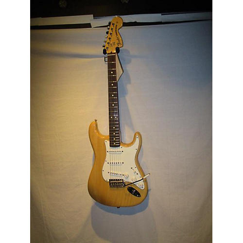 Fender 2012 Classic Series '70s Stratocaster Solid Body Electric Guitar