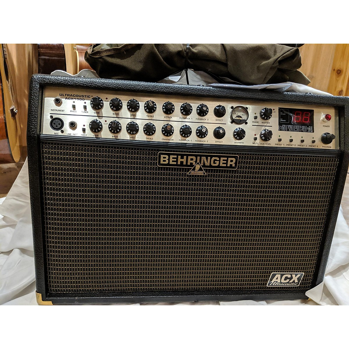 Behringer Acx1000 Ultracoustic Acoustic Guitar Combo Amp