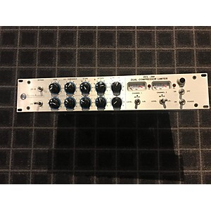 Pre-owned Summit Audio DCL200 Compressor by Summit Audio