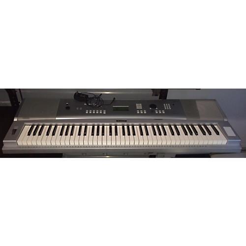 Yamaha DGX220 Synthesizer