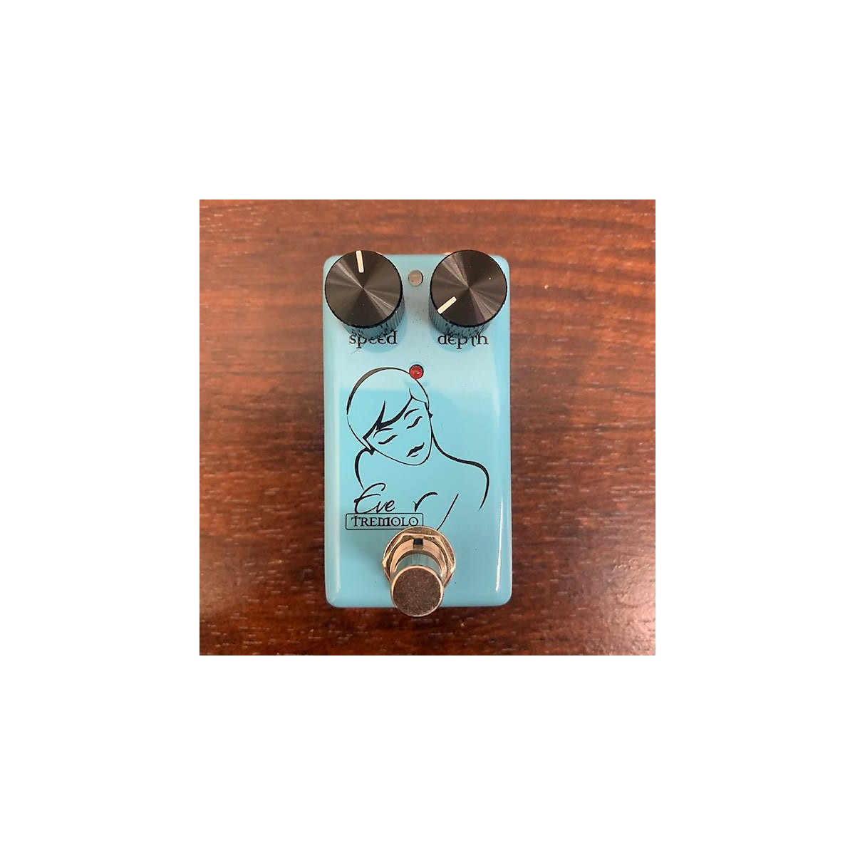 Red Witch EVE TREMOLO Effect Pedal