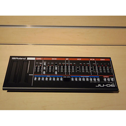 Roland JU-06 Synthesizer