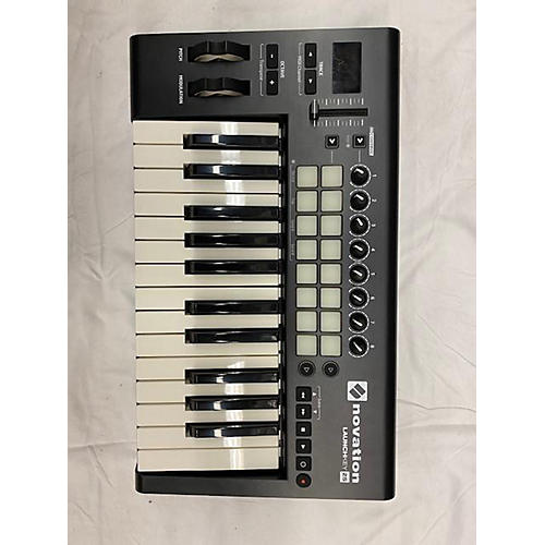 used novation launchkey 25 key midi controller guitar center. Black Bedroom Furniture Sets. Home Design Ideas