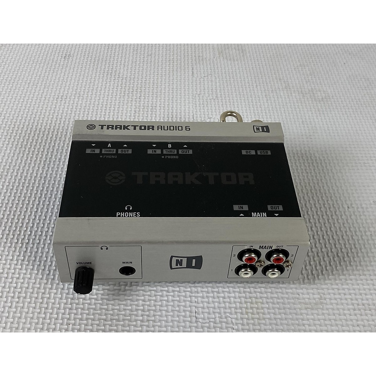 Native Instruments Traktor Scratch Duo 2 DJ Controller