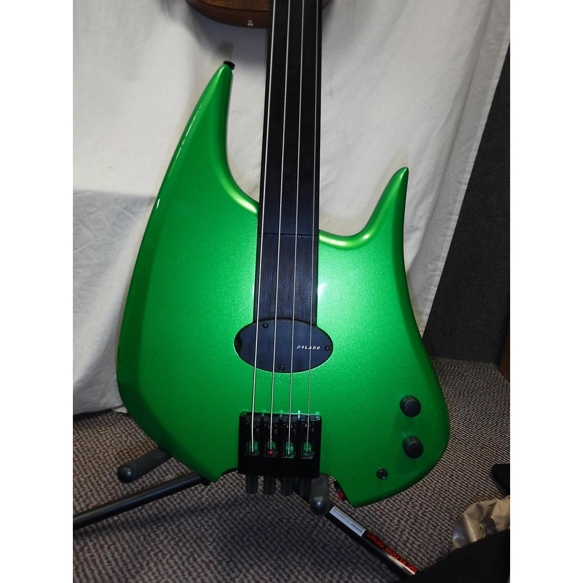 In Store Used Used BEE STINGER Green Electric Bass Guitar