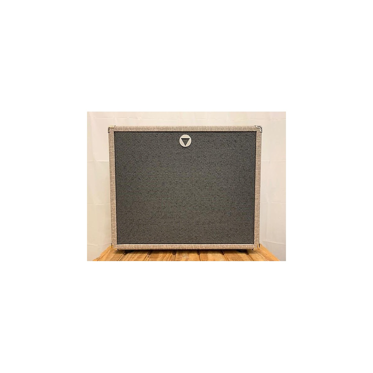 In Store Used Used VBOUTIQUE VCAB 1X12 OVERSIZED CREAM BACK CELESTION Guitar Cabinet