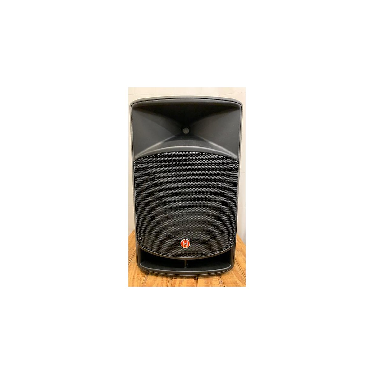 Harbinger VARI V2115 Powered Speaker